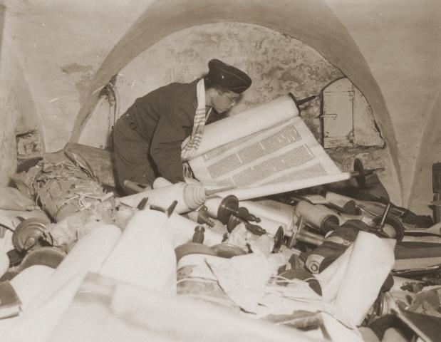 NaziconfiscatedTorahScrollsFrankfurt1945